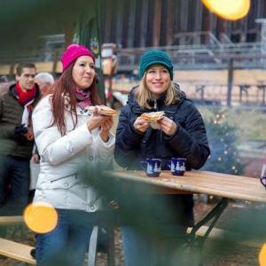 Tradizionelle Weihnachtsfeier mit Punschempfang in NRW