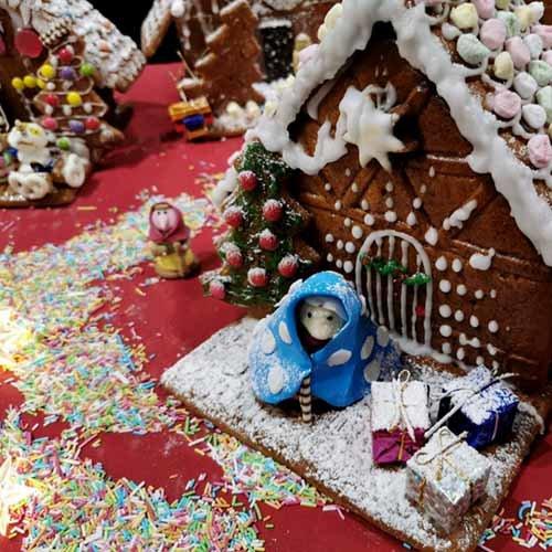 Weihnachtsfeier Lebkuchen Haus bau