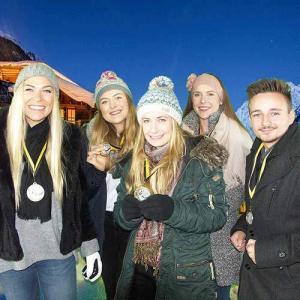 Gruppenfoto der Sieger mit Medaillen