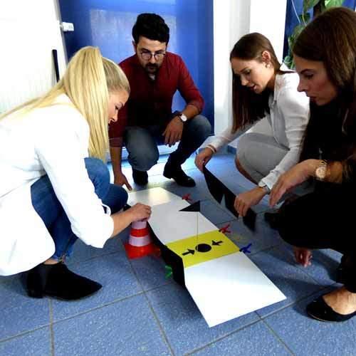 Team beim Aufbau des Parcours
