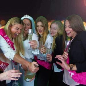 Gruppe Mädels beim JGA