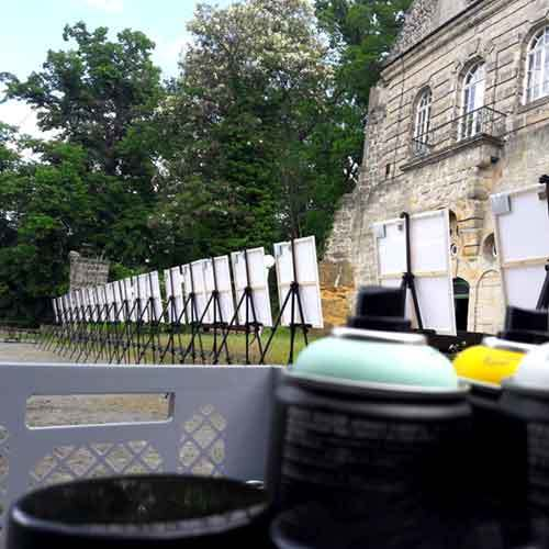 Staffelei, Spraydosen vor Historischen Schloss