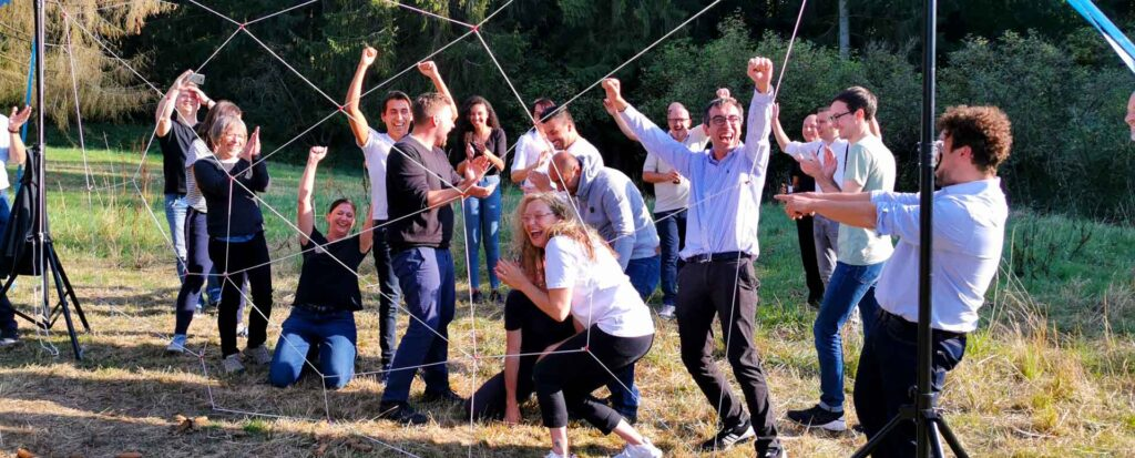 Gruppe meistern Teambuilding Parcours