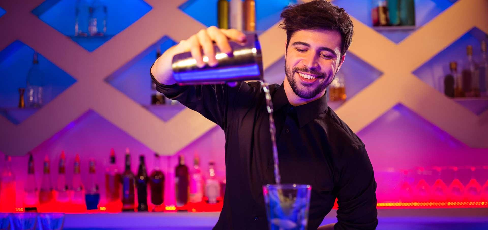 Barkeeper bei Gin Verkostung